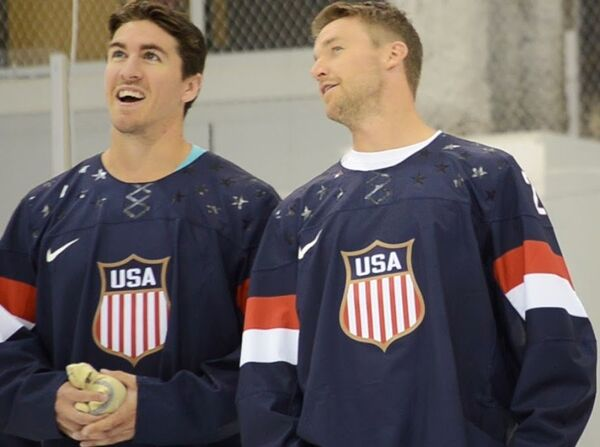 The 2014 US Olympic hockey jersey features a 1980s style logo on the chest, to remind players of the last time the US team won the gold. - Sputnik International
