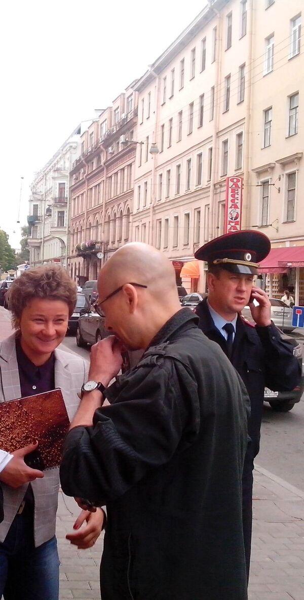 Svetlana Ratnikova (L) - Sputnik International