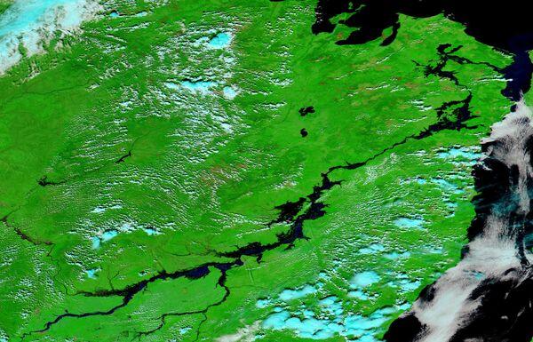 NASA Aqua MODIS false-color image of the swollen Amur River near Komsomolsk-on-Amur on September 8, 2013, days before the flood reached its peak - Sputnik International