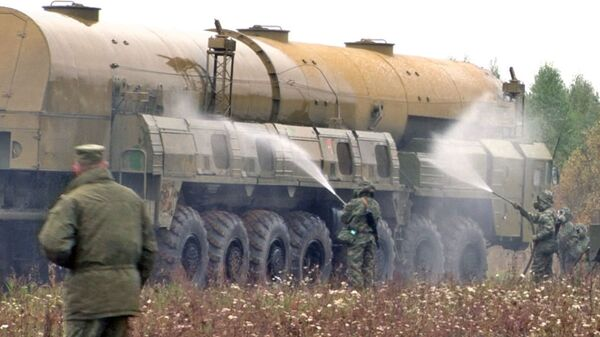 Young Strategic Missile Troops Officers Launch a Missile and Wash a Topol-M Launch Pad - Sputnik International