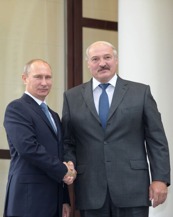 Russian President Vladimir Putin and his Belarusian counterpart Alexander Lukashenko at the CSTO meeting - Sputnik International