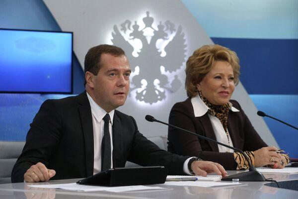 Russian Prime Minister Dmitry Medvedev during a meeting with top senators - Sputnik International