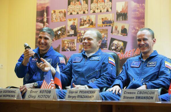 Michael Hopkins, Oleg Kotov and Sergei Ryazansky - Sputnik International