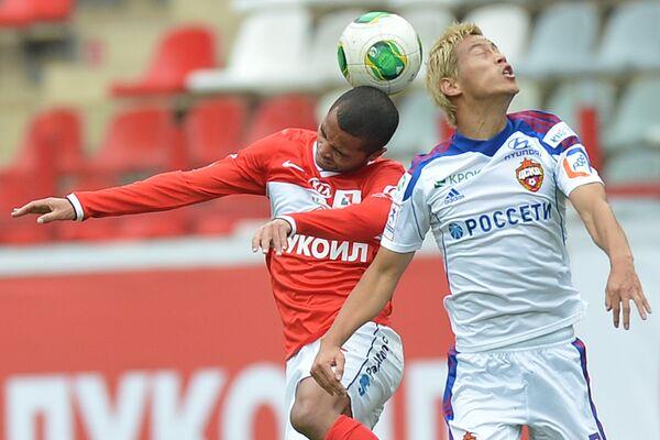 Keisuke Honda (right) during the game with Spartak Moscow September, 22 - Sputnik International