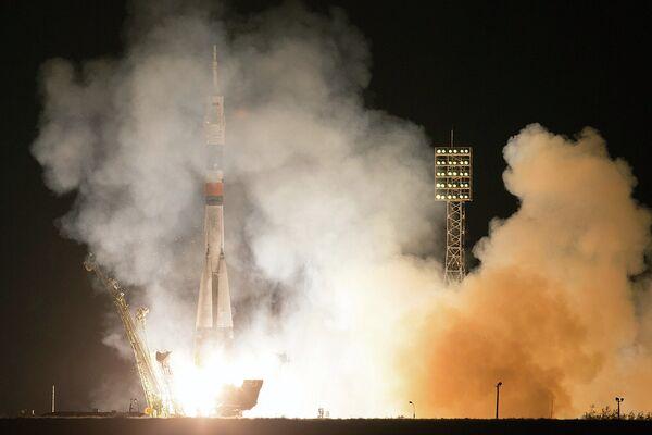 Soyuz TMA-10M Blasts Off for Space Station - Sputnik International