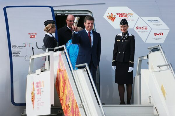 Sochi 2014 Olympic Flame Touches Down in Moscow - Sputnik International