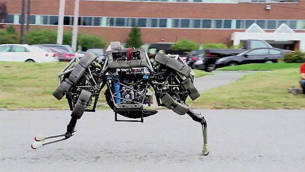 The WildCat, the latest robot developed by US company Boston Dynamics, in mid-stride - Sputnik International