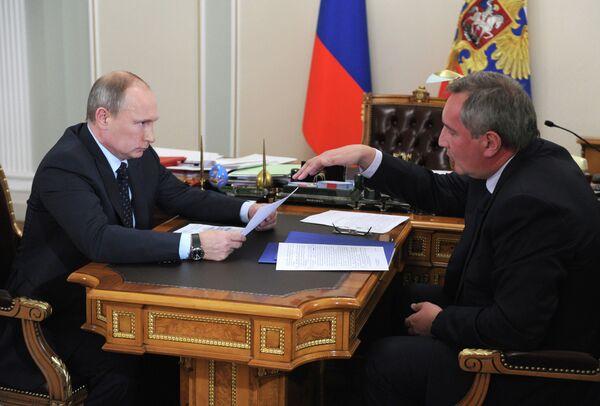 Russian President Vladimir Putin with Deputy Prime Minister Dmitry Rogozin - Sputnik International