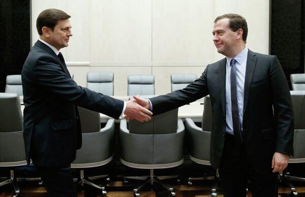 Former Deputy Defense Minister Oleg Ostapenko with Prime Minister Dmitry Medvedev - Sputnik International