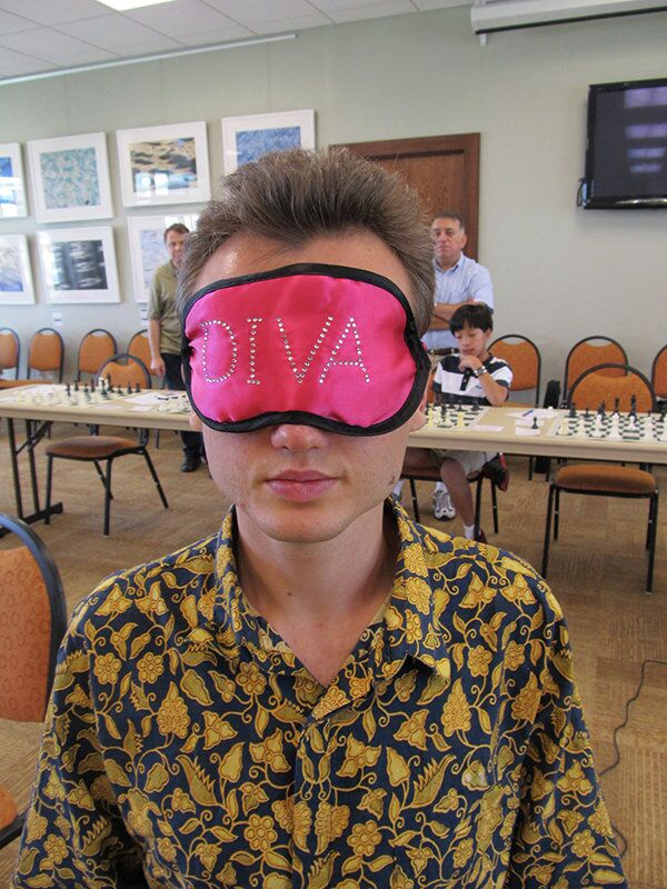 Chess master Timur Gareev believes fresh fruit, vegetables and meditation are key to his blindfold-chess success. - Sputnik International