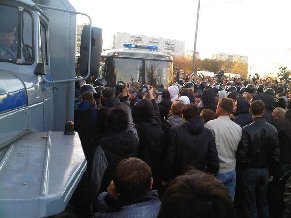 Police intervene as protest over a killing in southern Moscow turns violent. - Sputnik International