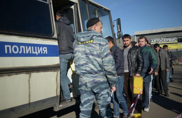 Migrants detained after the Biryulyovo incident - Sputnik International