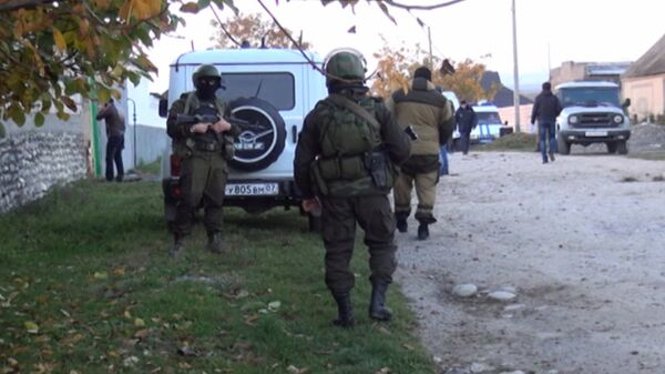 Soldiers and police forces at the site of the blast - Sputnik International