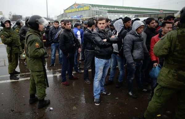 1,000 Migrant Workers Rounded Up in Moscow Police Raid - Sputnik International