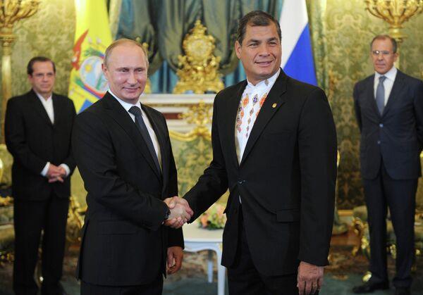 Vladimir Putin and Rafael Correa - Sputnik International