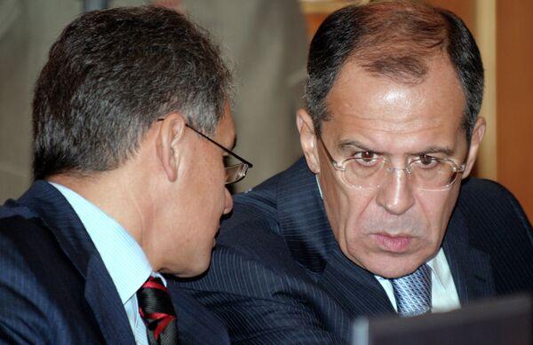 Sergei Shoigu (L) and Sergei Lavrov (R) will visit Japan on November 1-2 - Sputnik International