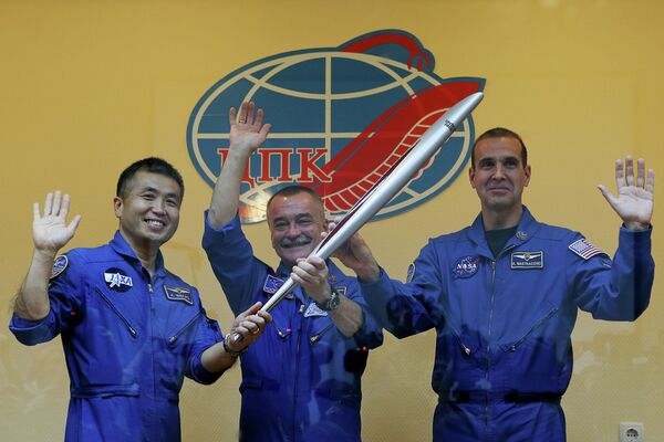 Japan Aerospace Exploration Agency astronaut Koichi Wakata, Roscosmos astronaut Mikhail Tyurin and NASA astronaut Rick Mastracchio at a news conference before the start at the Baikonur cosmodrome - Sputnik International