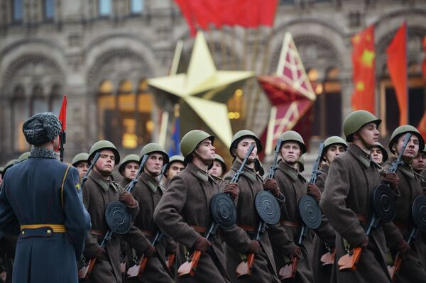 Moscow Celebrates Anniversary of 1941 Siege Parade - Sputnik International