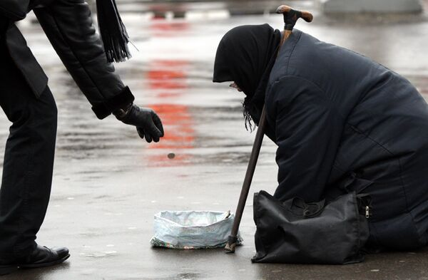 Quarter of Russians 'Often' Give Money to Beggars – Survey - Sputnik International