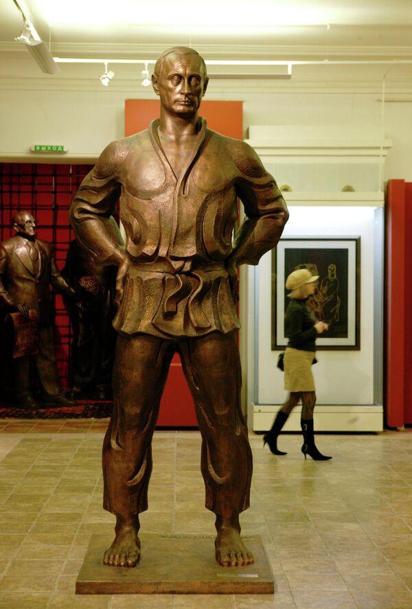 A sculpture of Vladimir Putin in judo outfit - Sputnik International