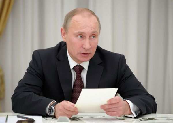 Vladimir Putin at a meeting in with opposition parties that currently do not have representation in parliament - Sputnik International