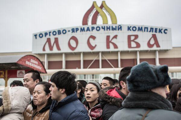 Hundreds of people were taken to police stations on Monday after a sweep at a market - Sputnik International