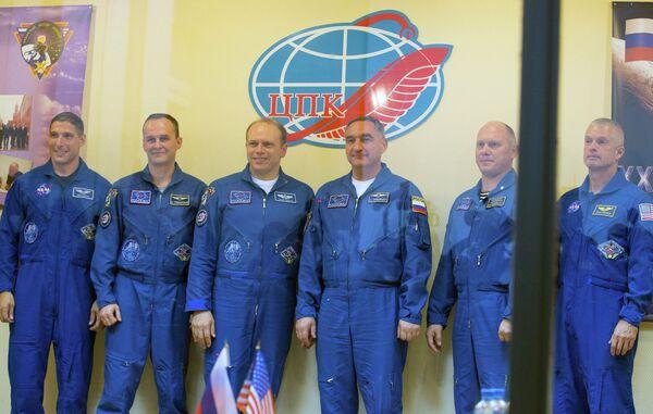 Michael Hopkins, Sergei Ryazansky, Oleg Kotov, Alexander Skvortsov Oleg Artemyev and Steve Swanson (from left to right) at a press-conference on Sep. 24 2013. - Sputnik International