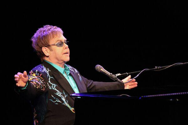 Elton John during his concert in Moscow, Dec. 12, 2010 - Sputnik International