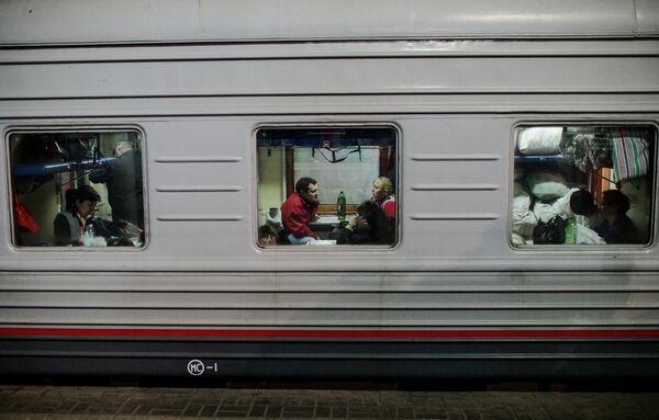 Russian man arrested on drug charges after dancing on train - Sputnik International