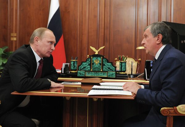 Vladimir Putin and Igor Sechin - Sputnik International