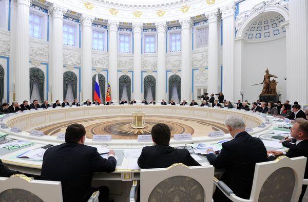 48 billion rubles ($1.5 billion) will go towards the development of fundamental science in Russia over the next three years - Sputnik International