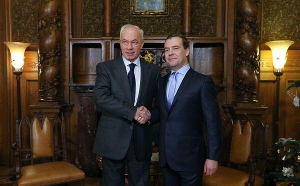 Russian Prime Minister Dmitry Medvedev with his Ukrainian counterpart Prime Minister Mykola Azarov - Sputnik International