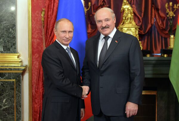 Russia's nuclear power equipment and service export monopoly Atomstroyexport signed a contract with Belarus to build the country's first atomic power plant  with two nuclear reactors, and the first one is to be completed by 2016. Above (from right to left): President of Belarus Alexander Lukashenko and President of Russia Vladimir Putin. - Sputnik International
