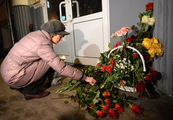 People outside the representative office of Volgograd Region in Moscow during a memorial event for the victims of the terrorist attacks in Volgograd. - Sputnik International