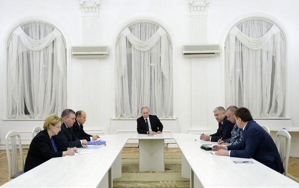 Russian President Vladimir Putin discussed public security and anti-terrorism in Volgograd - Sputnik International
