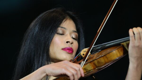 The International Ski Federation (FIS) has banned pop violinist Vanessa Mae for four years for fixing giant slalom races - Sputnik International