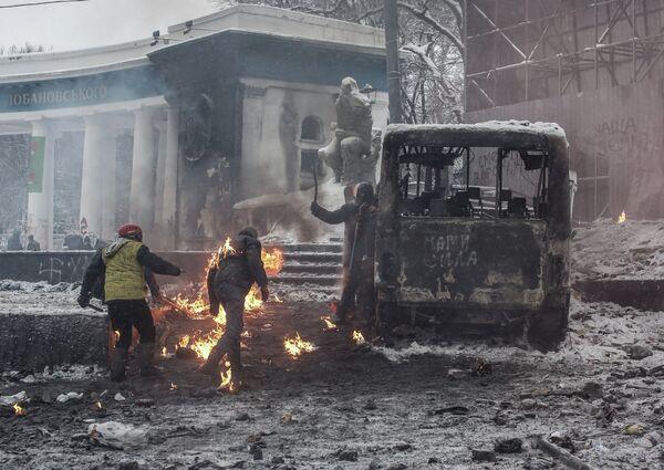 Police Battle Protesters in Kiev as Crisis in Ukraine Deepens - Sputnik International
