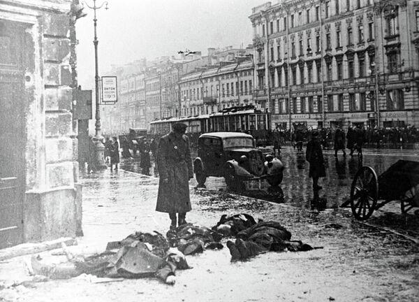 Leningrad's Nevsky Prospekt after shelling by German artillery - Sputnik International