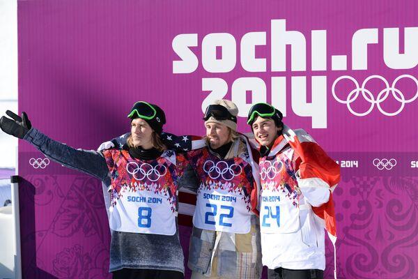 First Sochi Gold Medal Goes to US Snowboarder Kotsenburg, center - Sputnik International