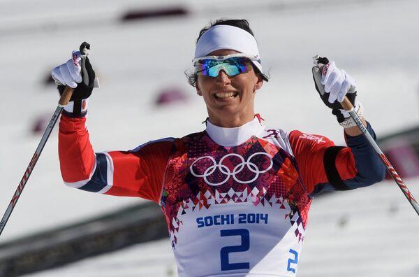 Norway's Bjoergen Wins Cross-Country Skiathlon Gold in Sochi - Sputnik International