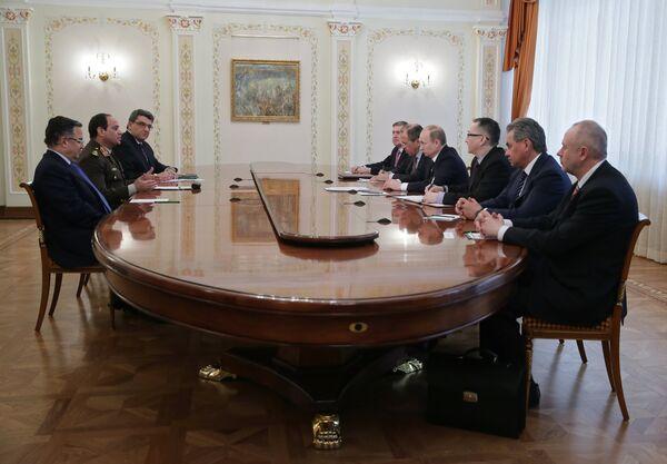 Egyptian Leader El-Sisi Meets Putin On First Foreign Trip - Sputnik International