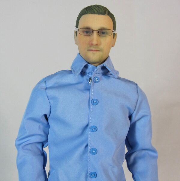 The new Edward Snowden action figure is being offered with a range of outfits. - Sputnik International