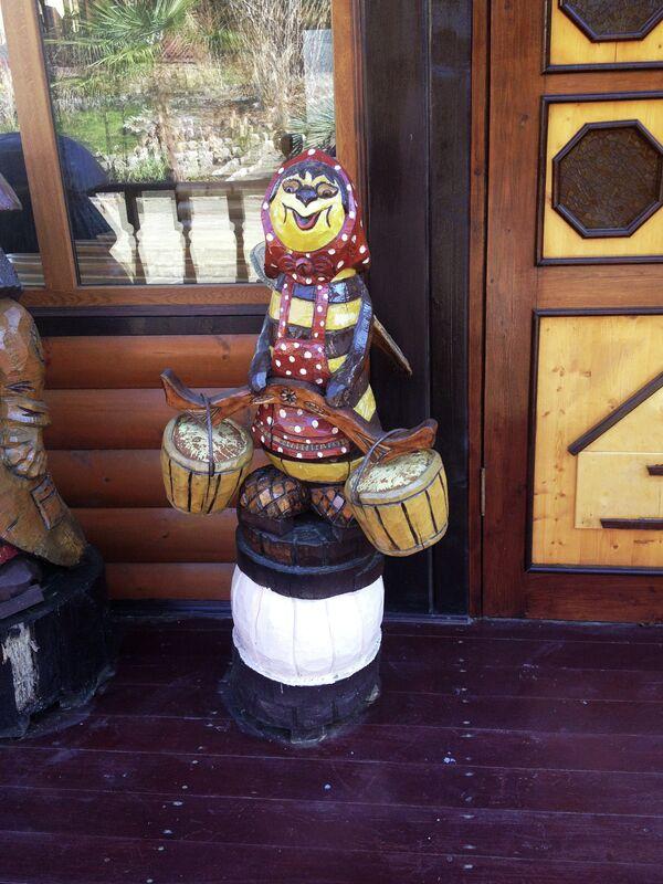 Unorthodox works of decorative art at the honey tasting facility - Sputnik International