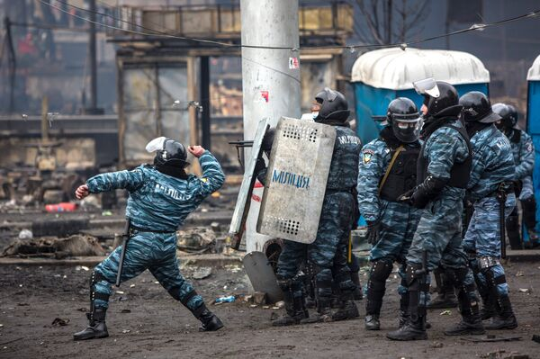 Clashes between riot police and anti-government demonstrators in Kiev - Sputnik International