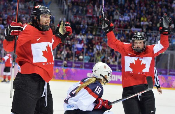 Canada retains Olympic women's hockey gold with comeback win over US - Sputnik International