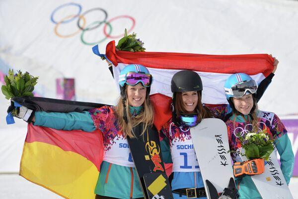 Olympics: Dujmovits Clinches Stunning Comeback Gold in Snowboard Slalom - Sputnik International
