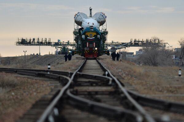 New ISS Crew Readies for Launch Aboard Russian Soyuz Rocket - Sputnik International