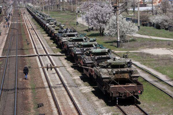 Ukrainian military equipment shipped by rail from Crimea to Ukraine - Sputnik International