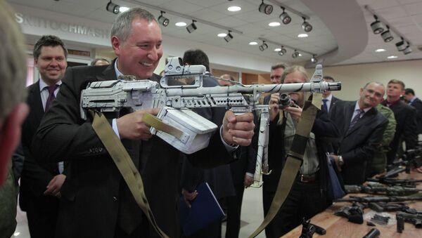 Dmitry Rogozin examines new combat gear - Sputnik International