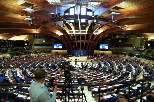 The Parliamentary Assembly of the Council of Europe (PACE) has adopted a resolution to counter manifestations of neo-Nazism during the fall session underway in Strasbourg. - Sputnik International